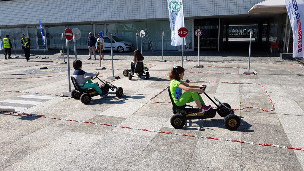 Jornadas sobre segurança e circulação rodoviária promovidas pelo Clube Minho Clássico animam centro de Viana