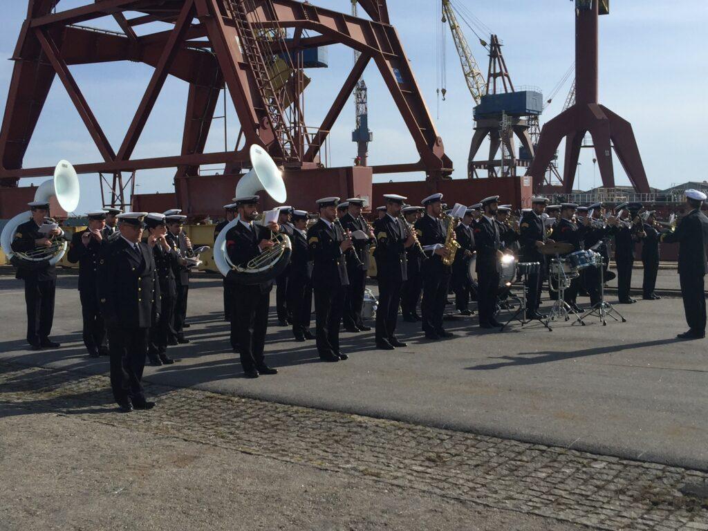 """Ministro da Defesa elogia West Sea por cumprir """"religiosamente"""" contrato com a Marinha"""