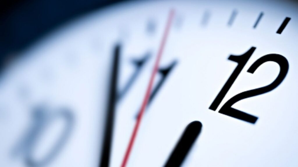 A hora vai mudar este fim de semana — Atenção