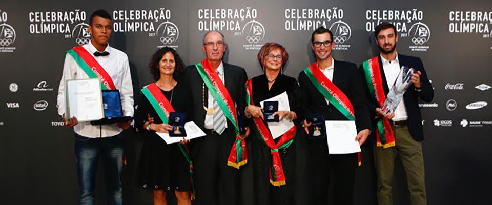 Canoísta Fernando Pimenta recebe medalha de excelência desportiva do COP
