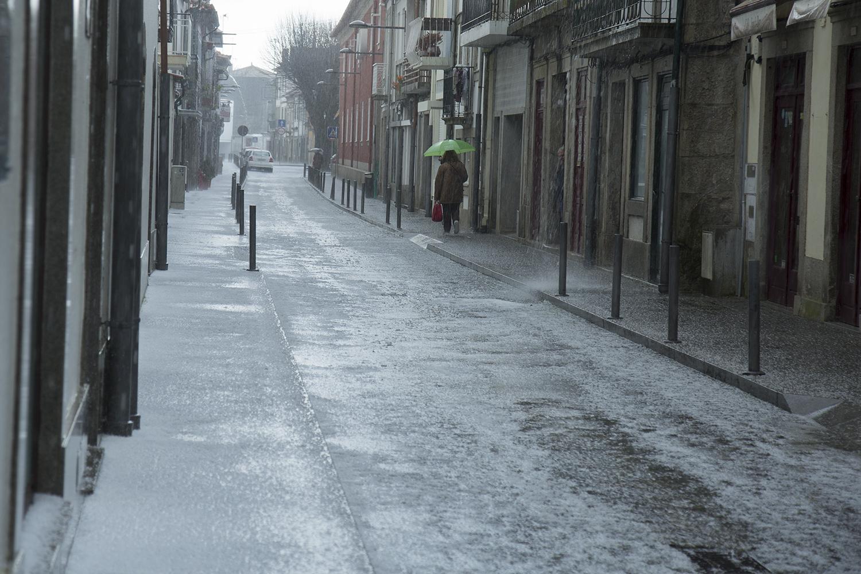Queda intensa de granizo surpreende Viana do Castelo