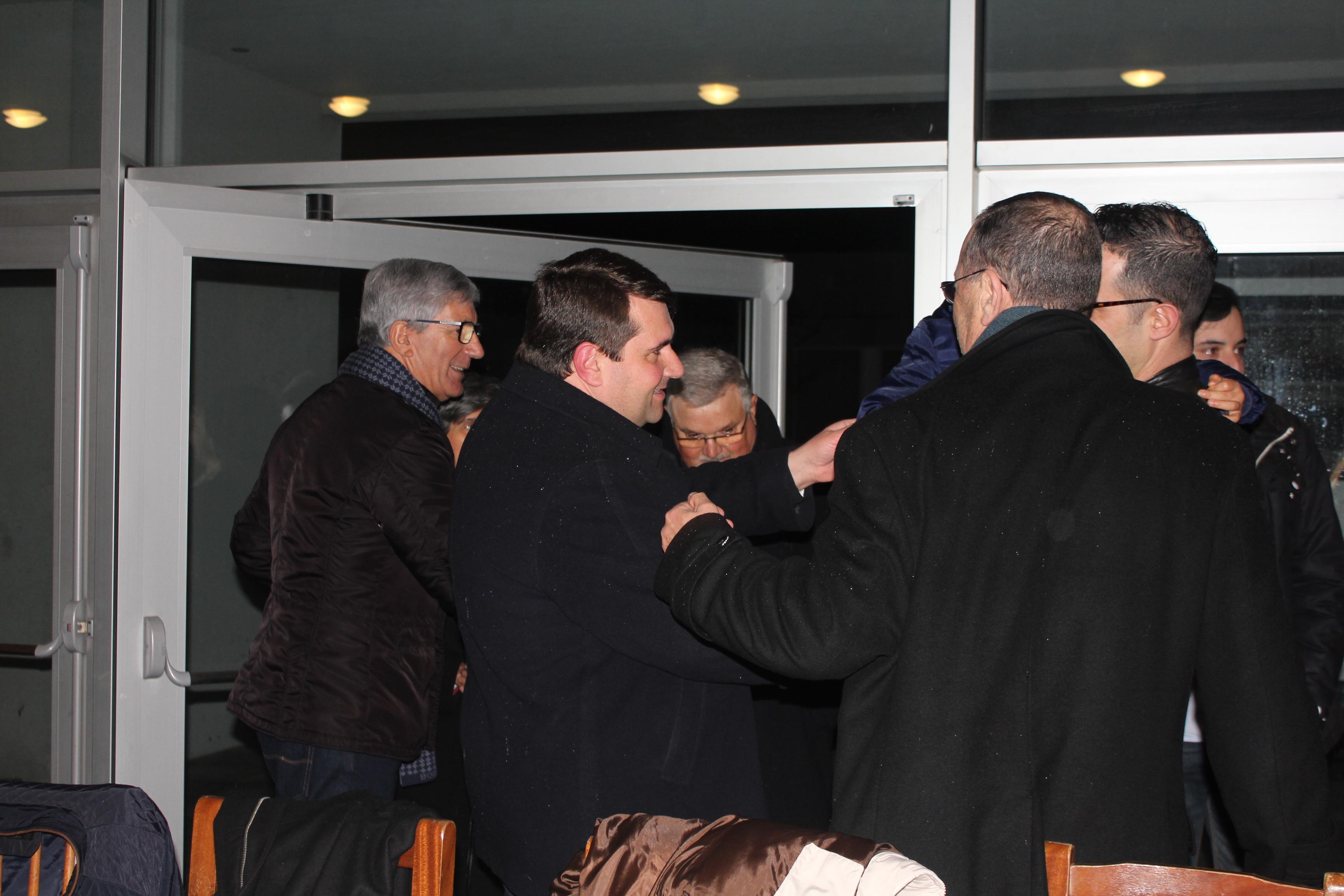 Mais de 300 pessoas em jantar de apoio a padre de Darque