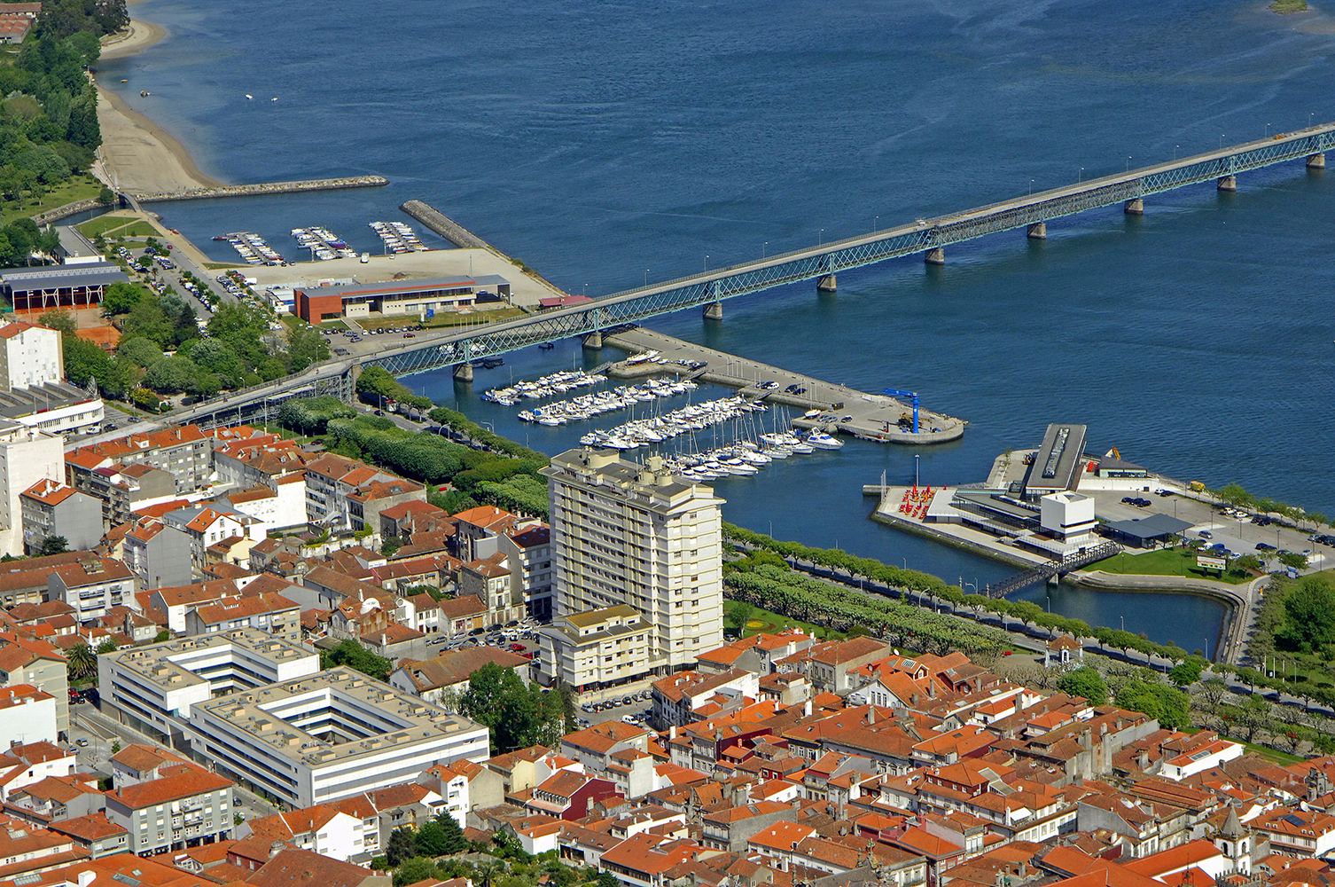 Ministra do Mar desafia Viana a apresentar modelo de gestão profissional da marina