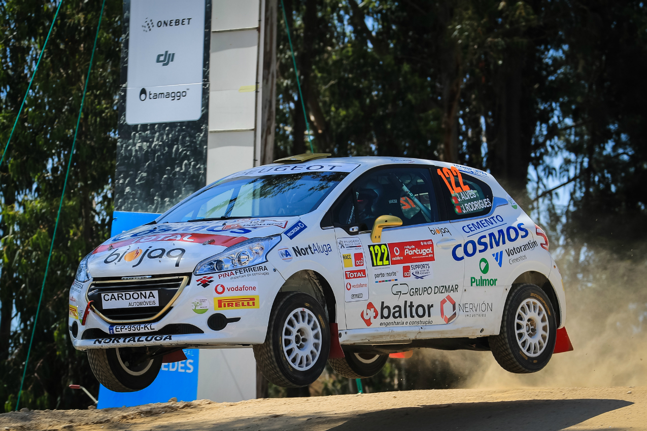 O piloto vianense João Alves estreou-se no Rally de Portugal e em pisos de terra