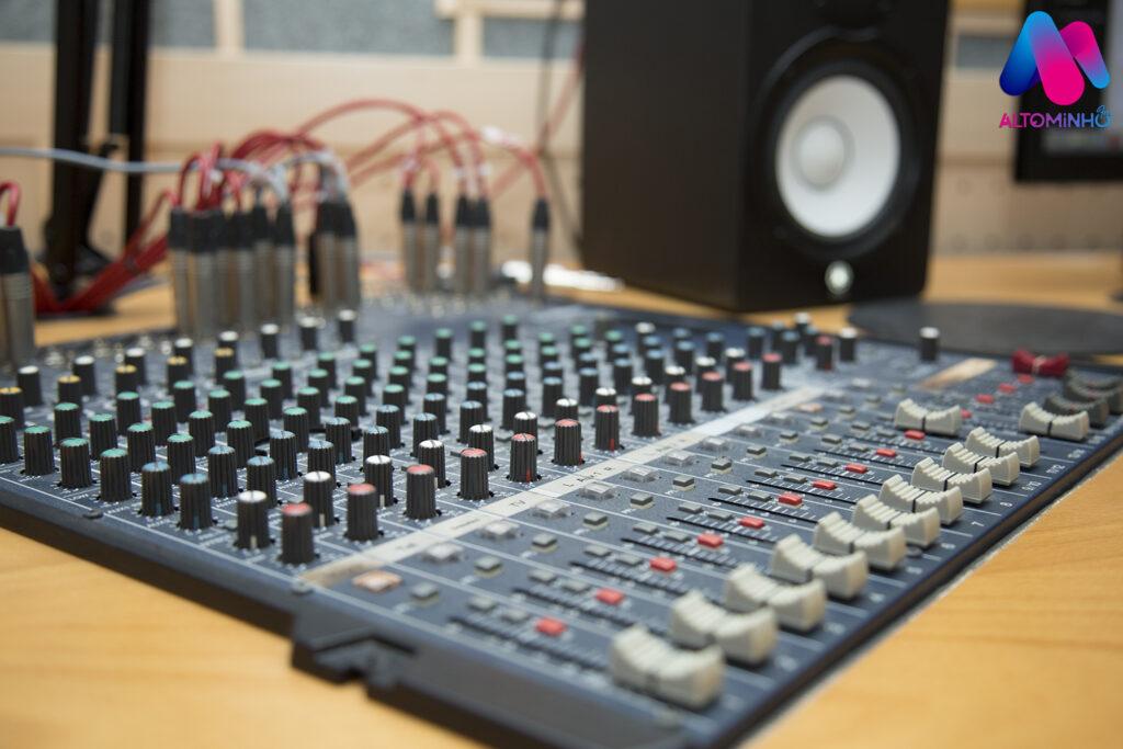 Rádio Alto Minho apresenta novas instalações, novo logo e novo site