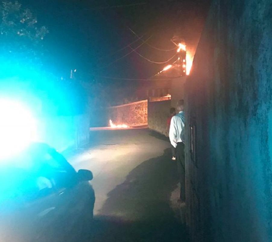Parte de Areosa sem luz devido a incêndio em poste de eletricidade