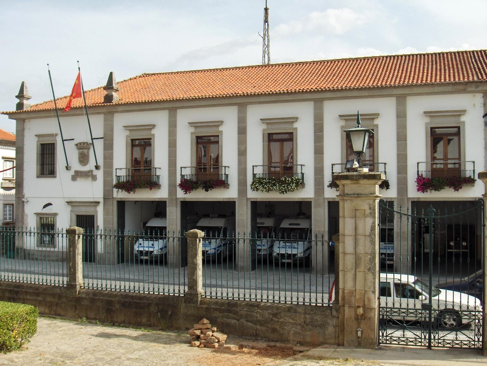 Burocracia de seguradora deixa Voluntários de Viana sem ambulância do INEM