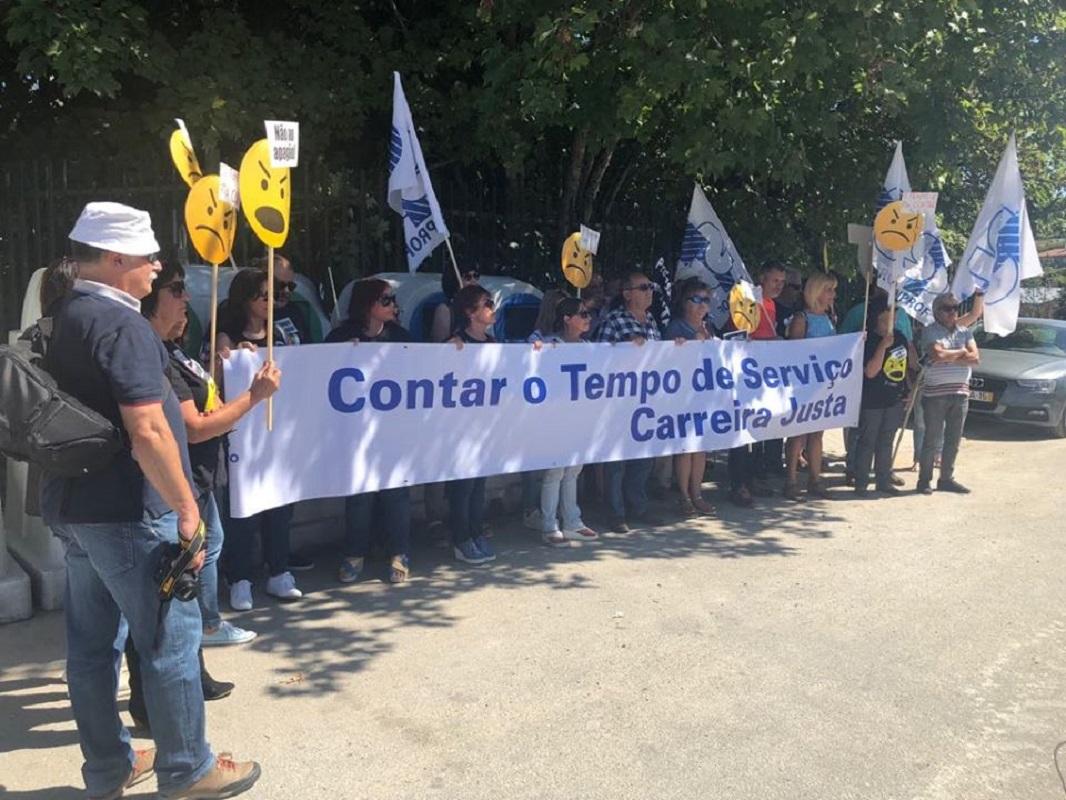 """António Costa recebido em Paredes de Coura com """"lembrete"""" de professores"""