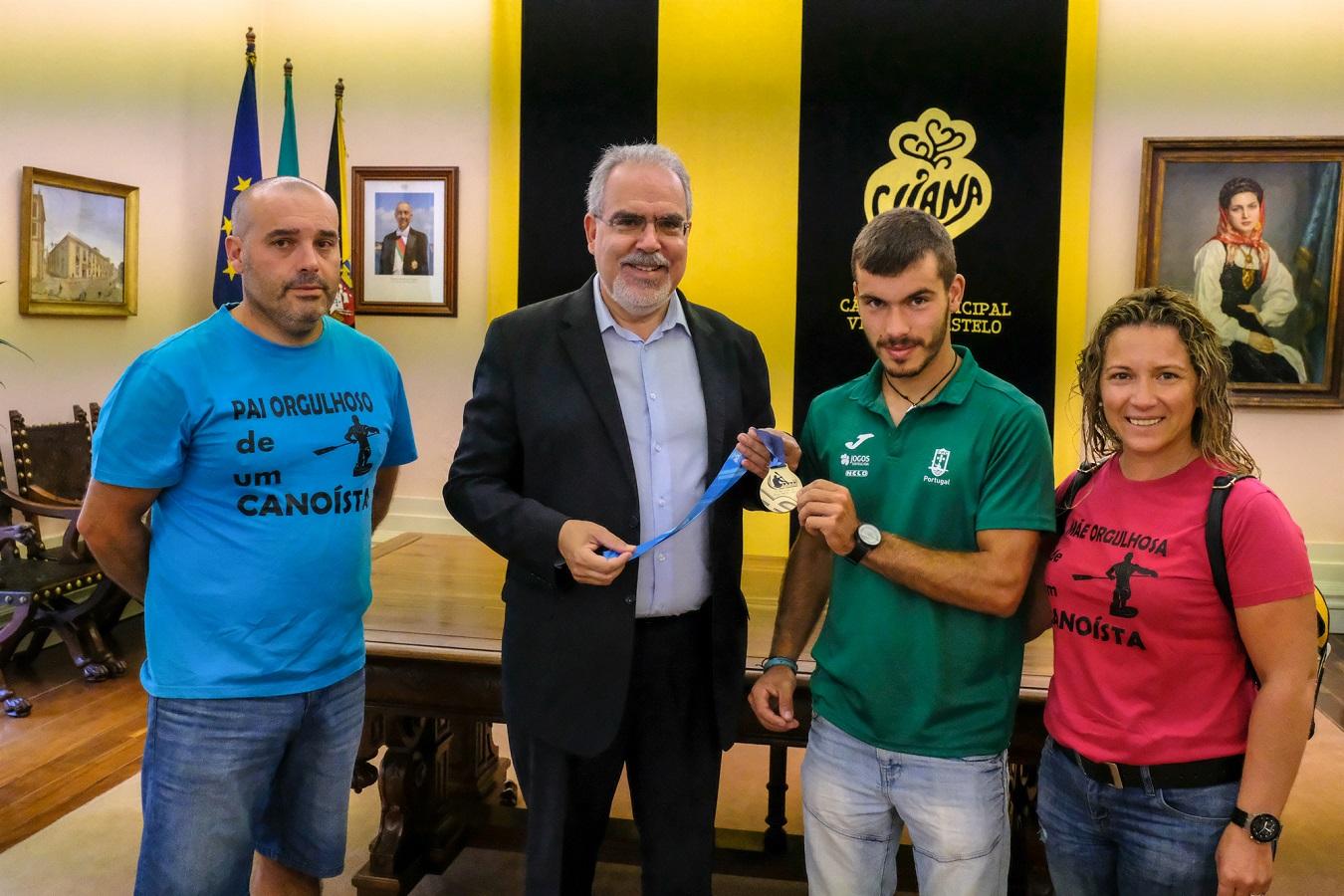Sérgio Maciel recebido na Câmara Municipal com medalha de Campeão do mundo em C1 Sub 23