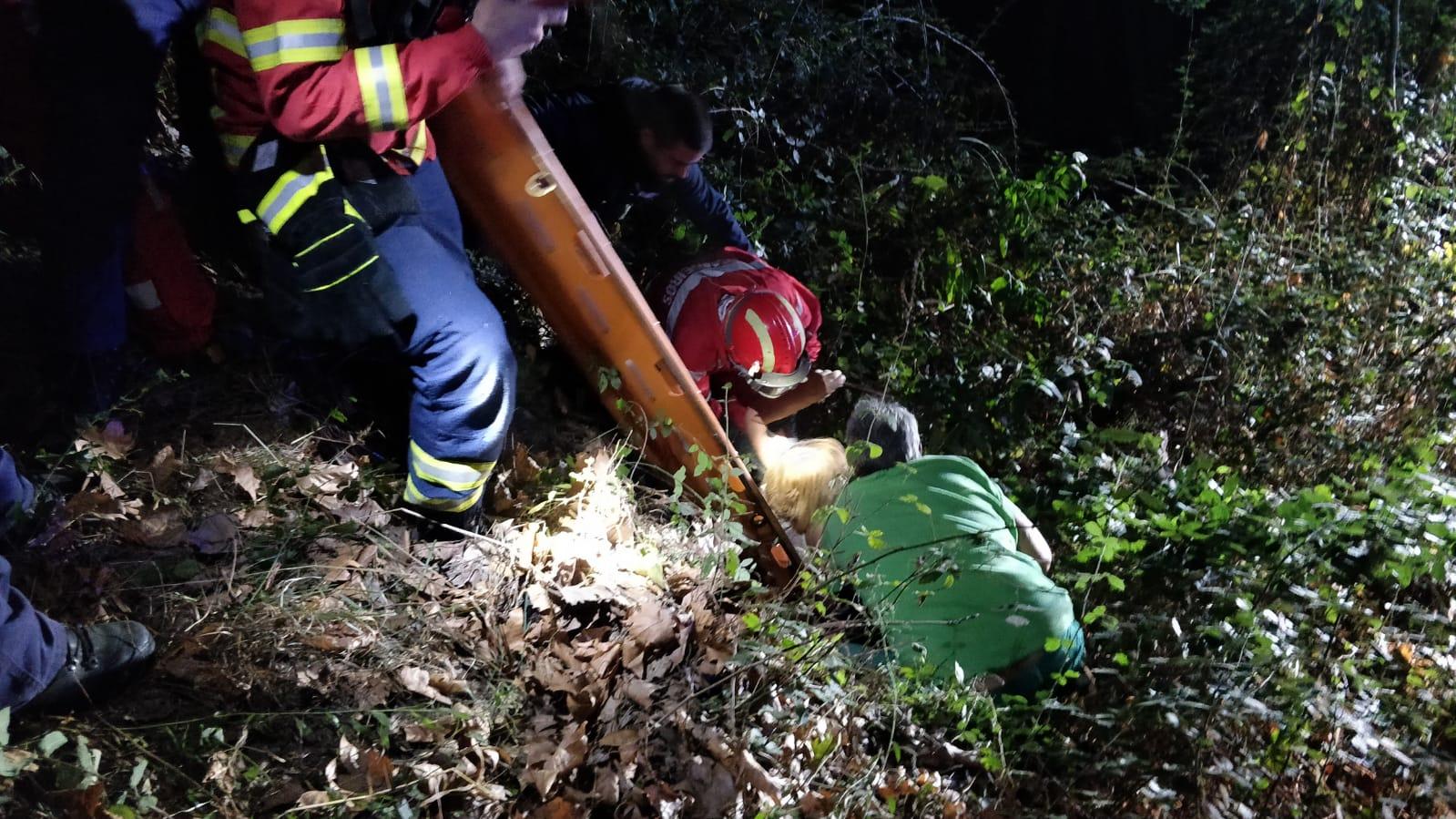 Bombeiros de Arcos de Valdevez resgatam mulher caída em ravina