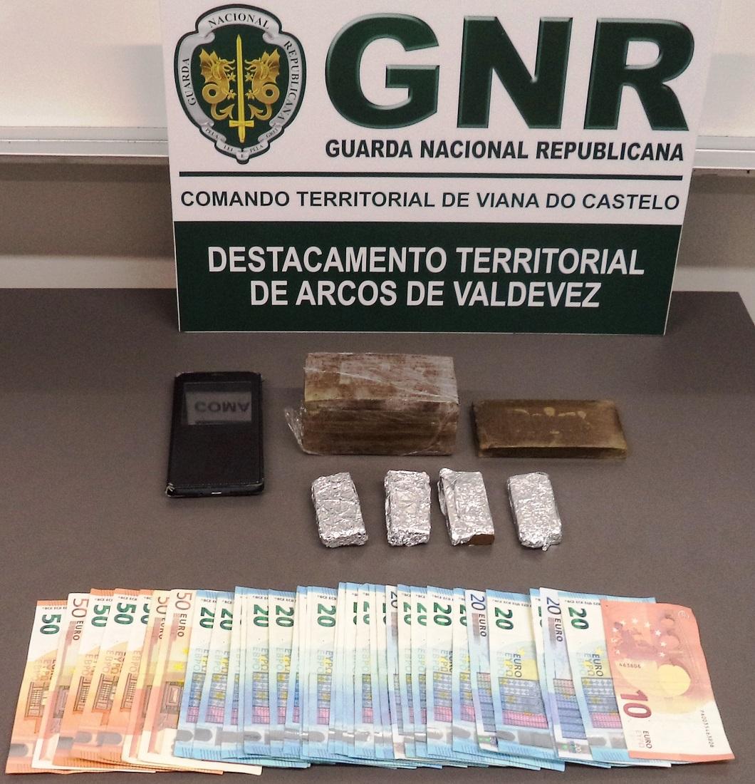 Homem detido no centro de Viana do Castelo com 1.376 doses de haxixe