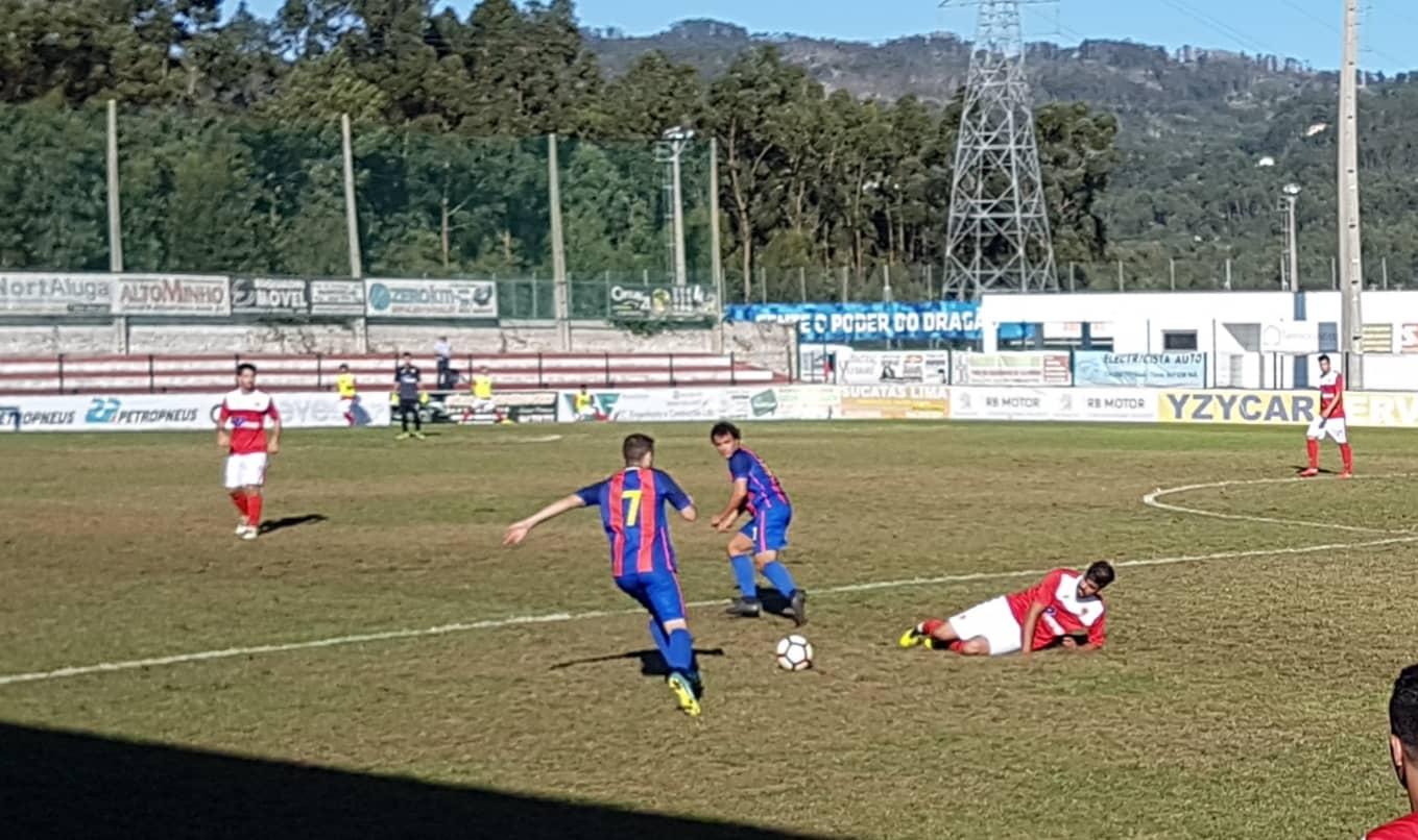 1ª divisão distrital: SC Vianense e Neves FC vencem e lideram o campeonato