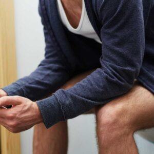 Homens passam sete horas por ano escondidos no WC
