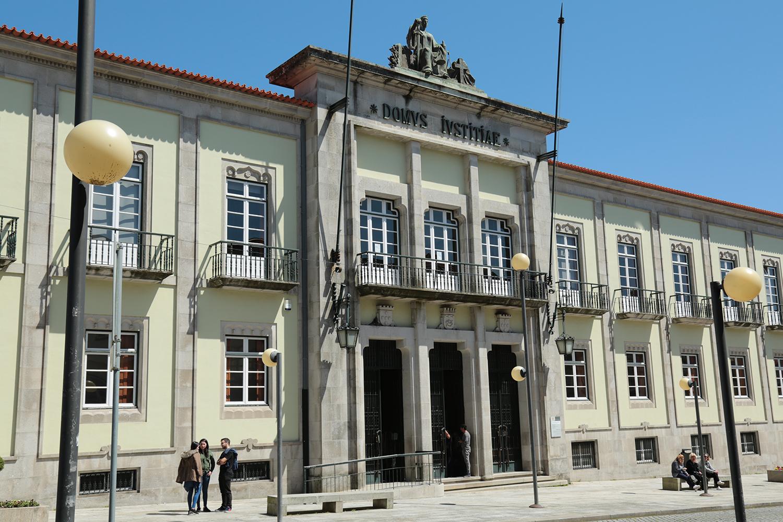 Ex-autarca de Riba de Mouro condenado a quatro anos de pena suspensa por desviar dinheiro