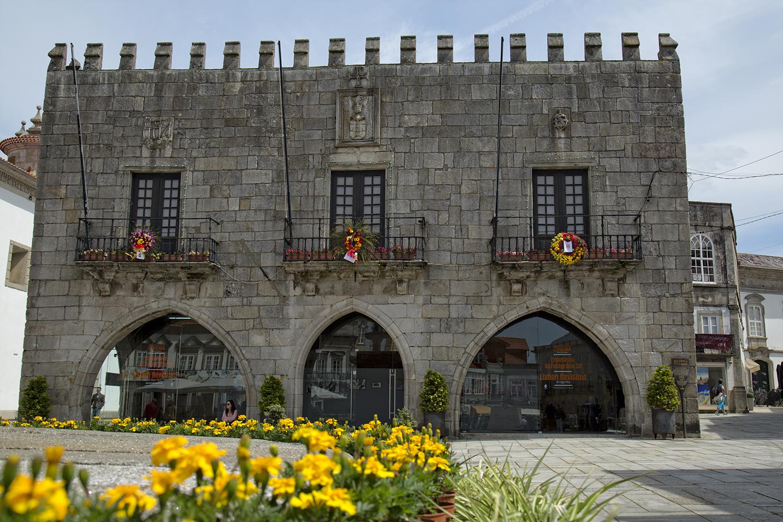 Pacheco Pereira na inauguração de exposição sobre lojas de Viana nos antigos Paços do Concelho