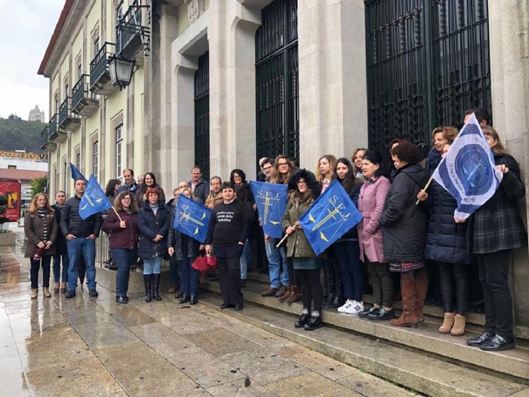"""Funcionários judiciais de Viana param duas horas para """"dar força"""" a reivindicações"""