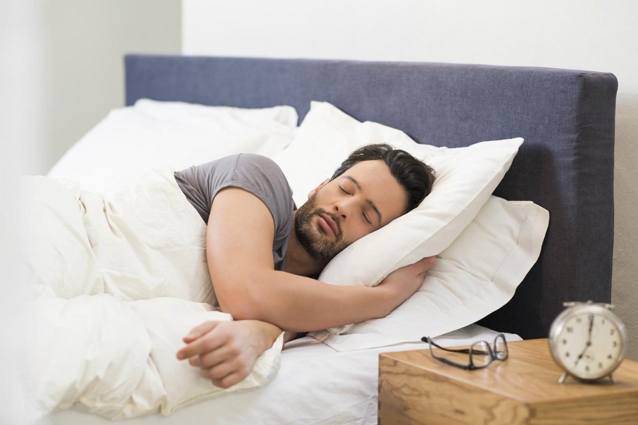 Continuar a dormir após tocar o despertador… é sinal de inteligência