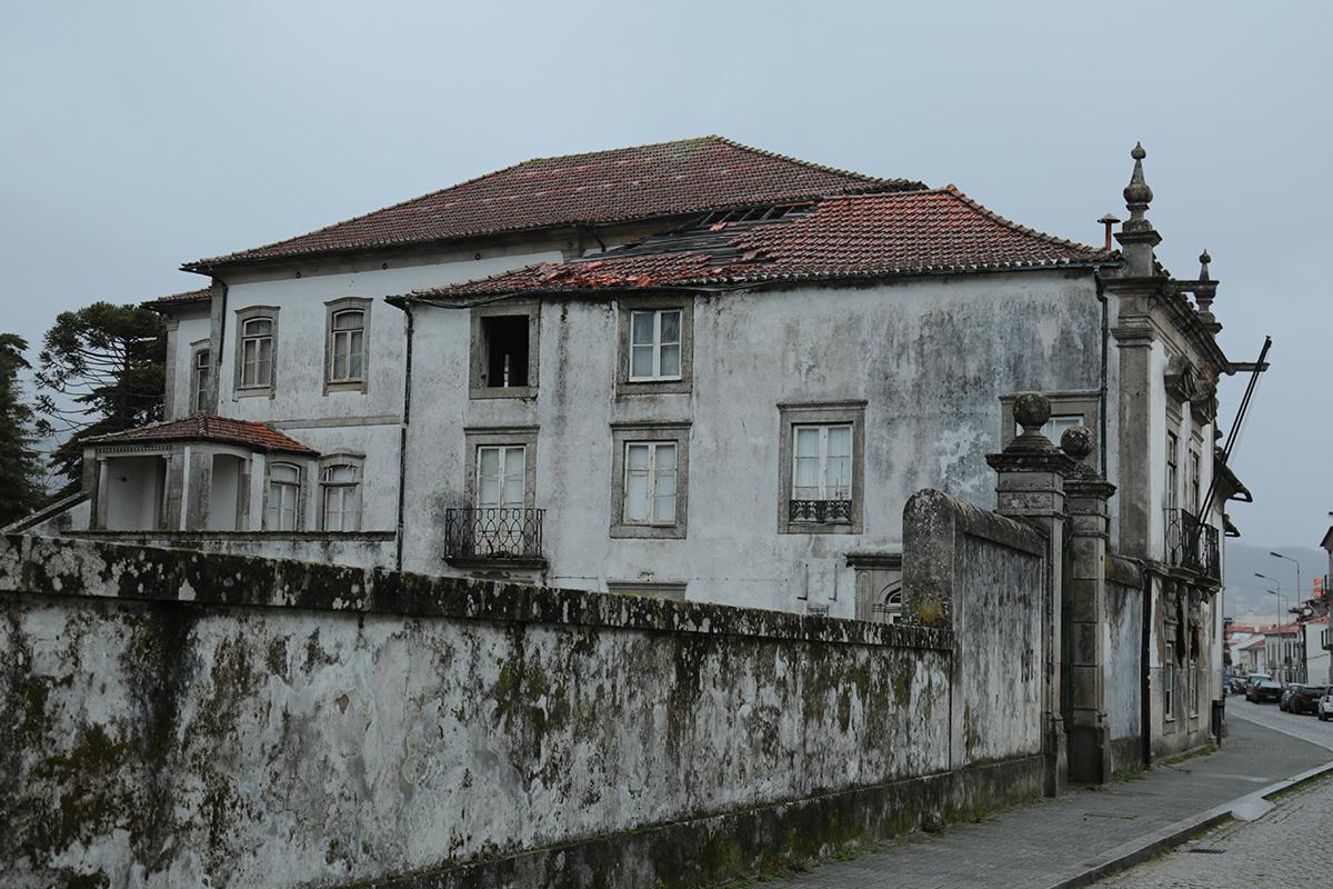 Solar dos Quesados e antiga residência feminina ao abandono vão ser reabilitados pela Câmara de Viana