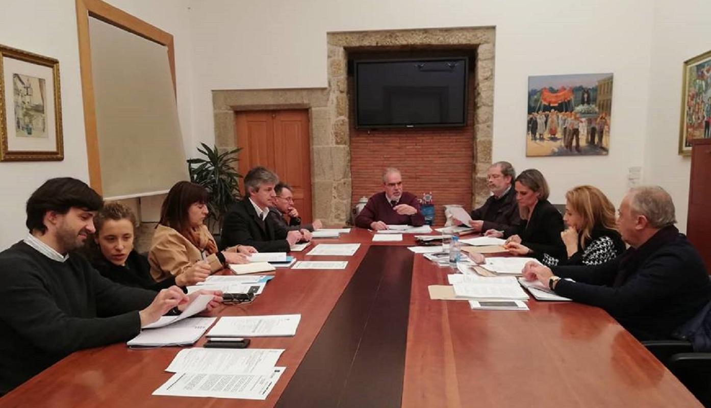 """José Maria Costa anuncia """"luz verde"""" para início da construção dos acessos ao porto de mar"""