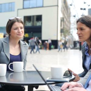 Pausas no trabalho para conversar, fumar, comer e beber café, aumentam a produtividade