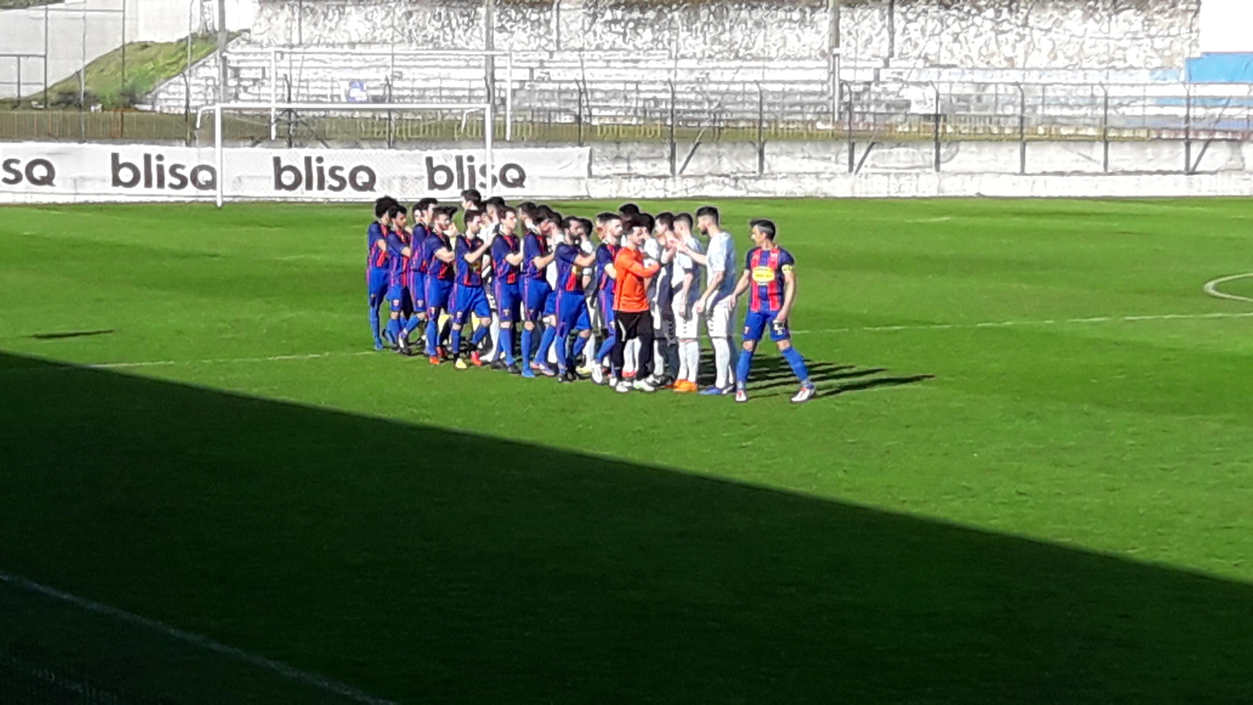 Futebol: SC Vianense vence GD Moreira pela margem mínima e reparte liderança com Cerveira