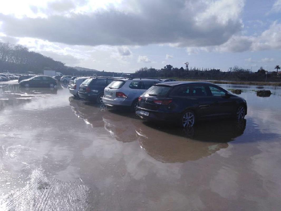 Vídeo: Rio Lima invade areal de estacionamento em Ponte de Lima