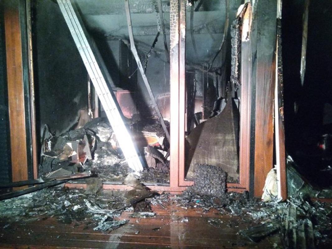 Casa nova em madeira totalmente consumida pelas chamas em Valença