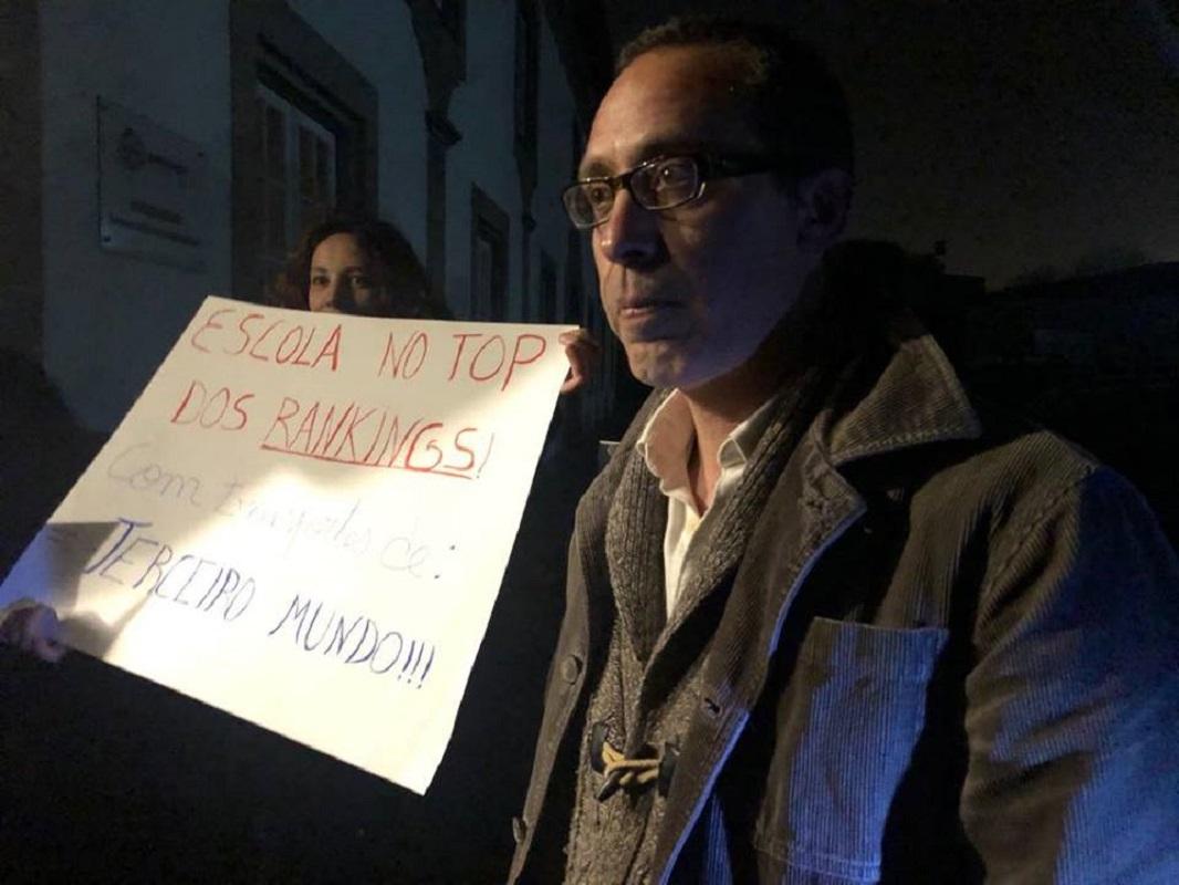 Pais do agrupamento de Arga e Lima protestam na Assembleia Municipal de Viana