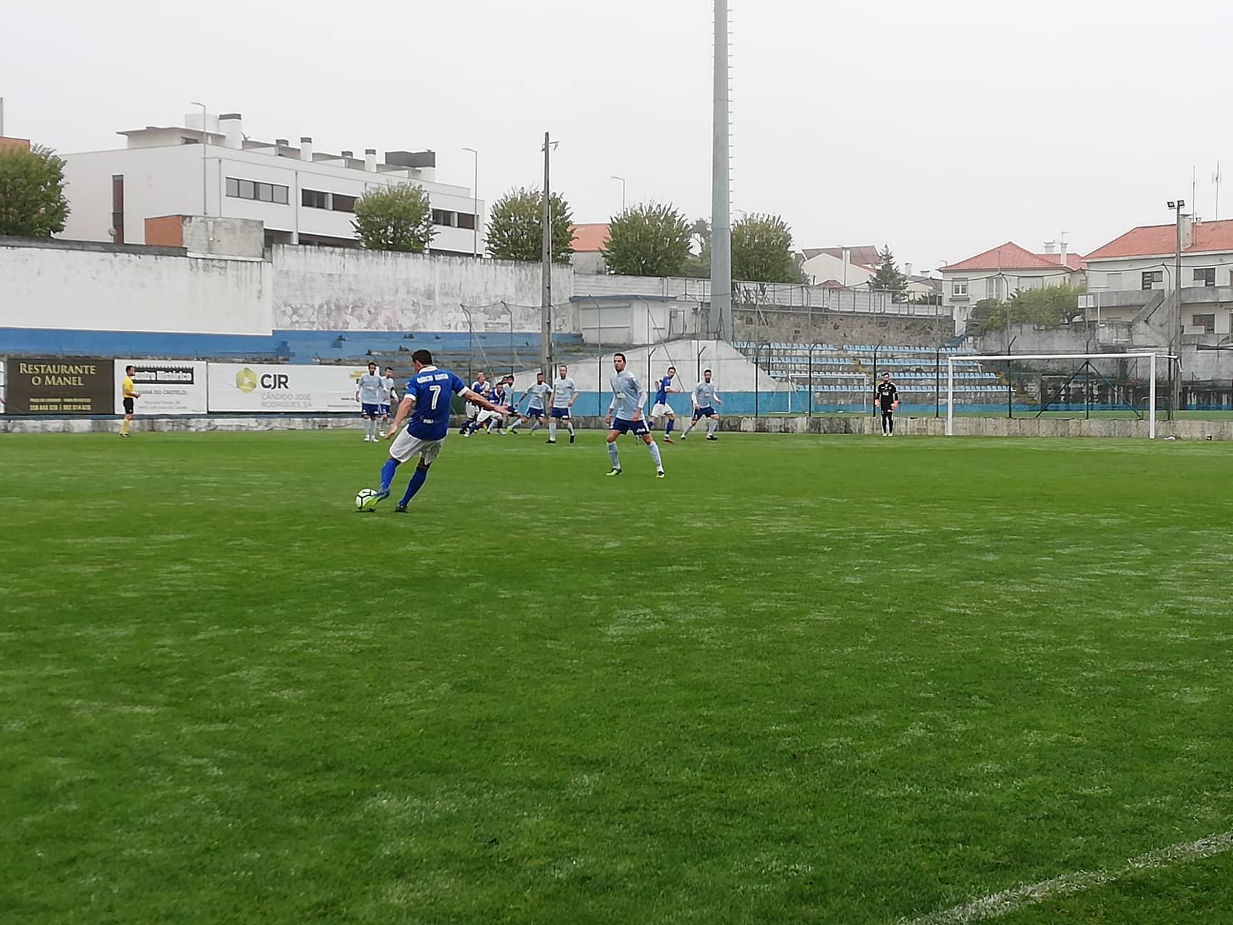 Futebol distrital: SC Vianense goleia Arcozelo e líder Cerveira vence nas Neves