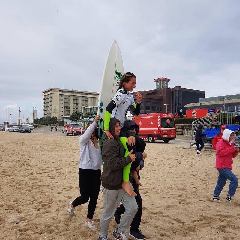 Surfistas vianenses dão espetáculo em Espinho