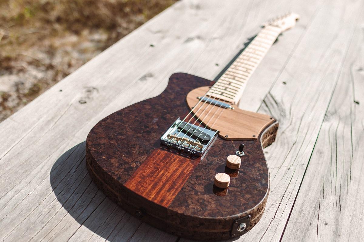 Primeira guitarra feita em cortiça no mundo apresenta-se em Viana no ENED