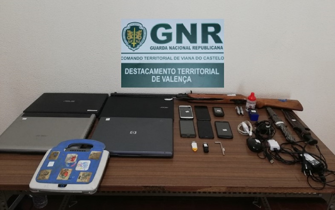 Três homens detidos por roubo e posse de armas ilegais em Vila Nova de Cerveira