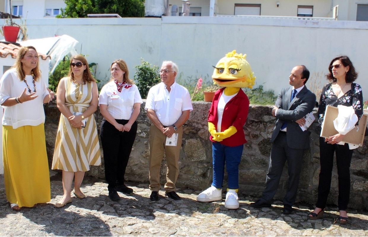 Missão Continente entrega donativo ao Gabinete de Atendimento à Família de Viana do Castelo