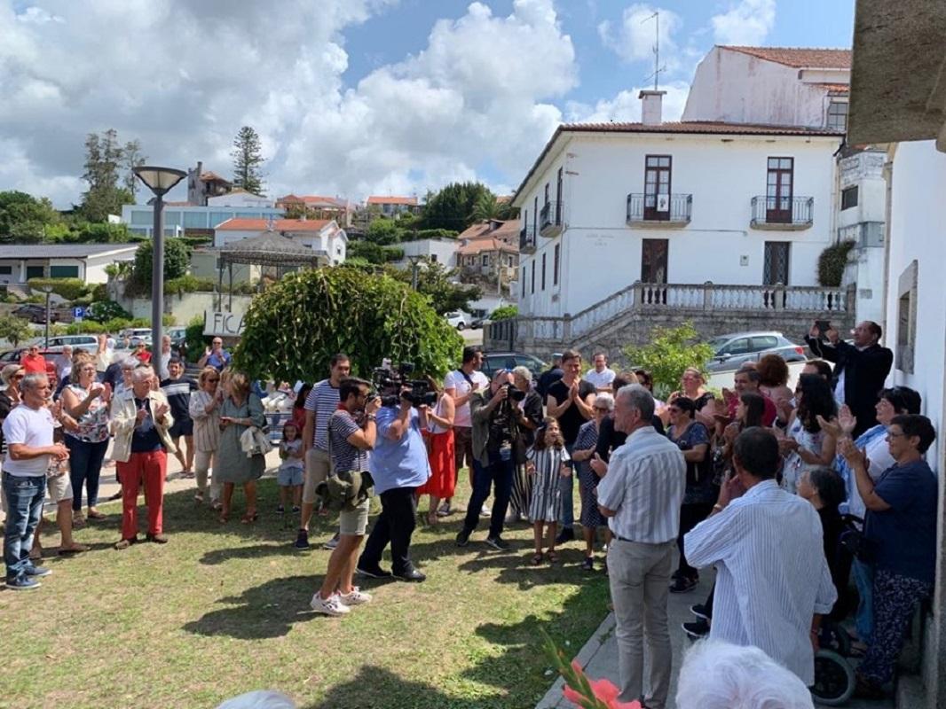 Padre Ricardo Esteves recebido em Seixas com aplausos e cartazes