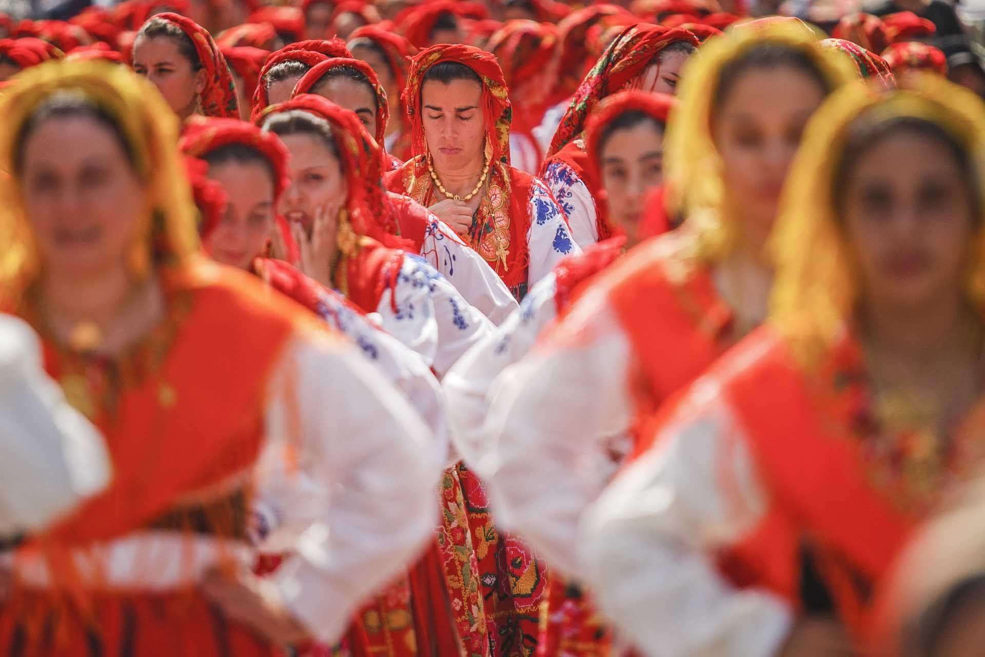 619 mulheres 'vianenses' de sete países desfilam hoje pelas ruas  de Viana
