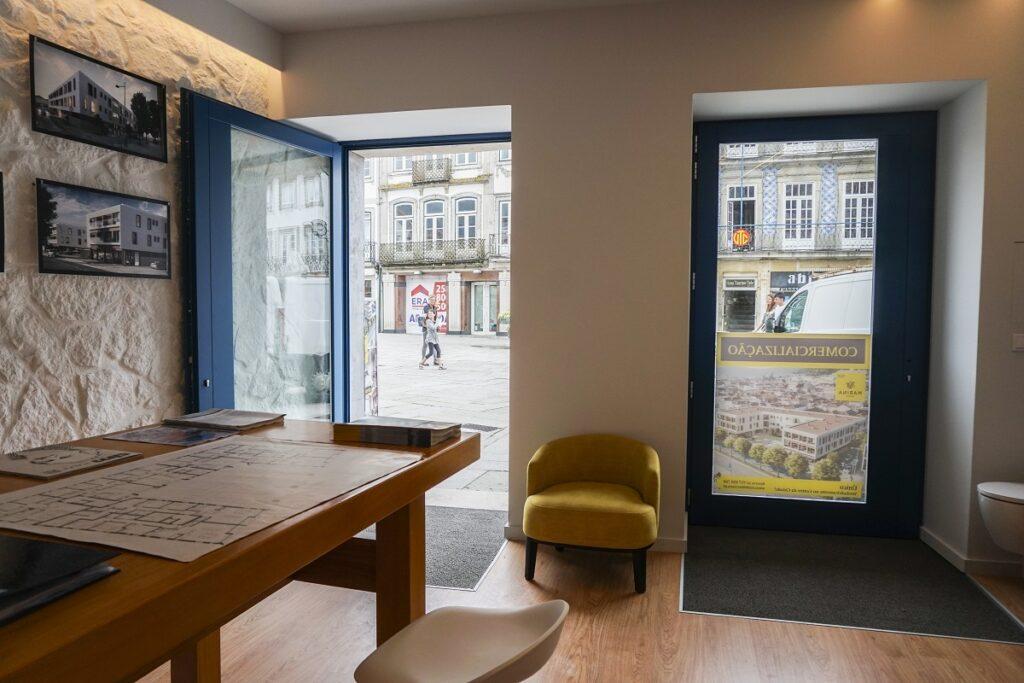Reabilitar Viana abre loja de vendas do edifício Marina na Praça da República