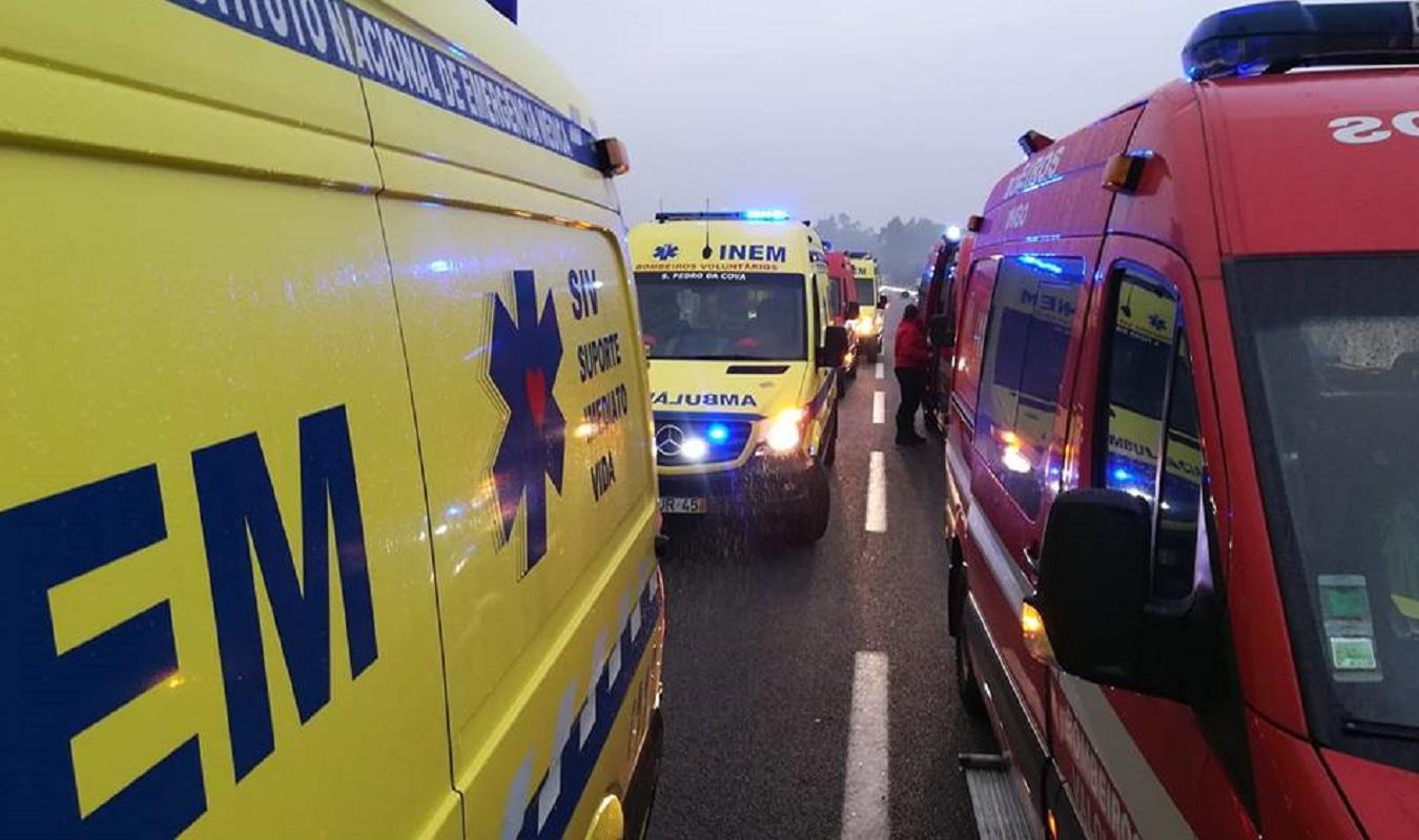 Acidente com cinco viaturas provocou oito feridos e cortou a A28 na Póvoa de varzim