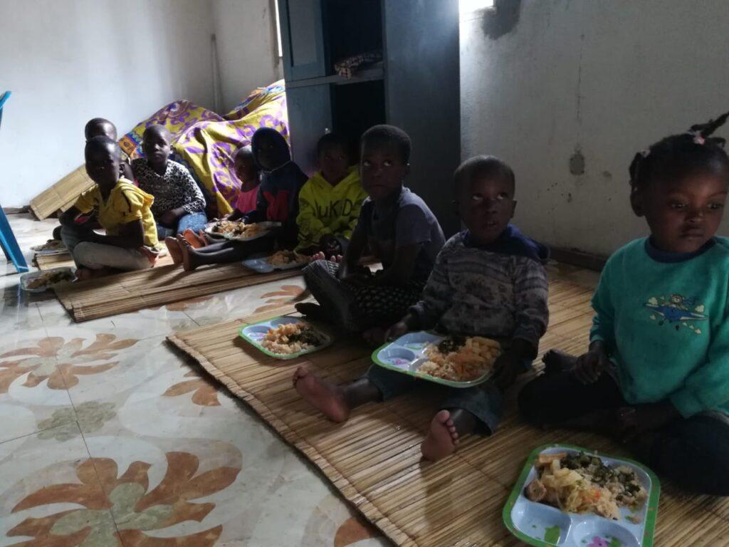 III sessão do Sanitop Summit em Moçambique culmina com oferta de comida a crianças desalojadas pelo Idaí