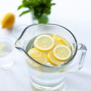 É dos que bebe água com limão logo ao acordar?