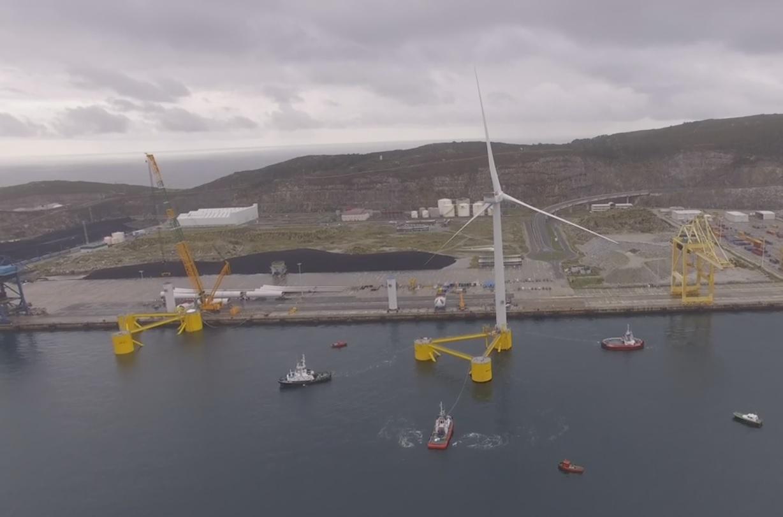 Primeira torre eólica flutuante do projeto Windfloat Atlantic já está a caminho de Viana do Castelo