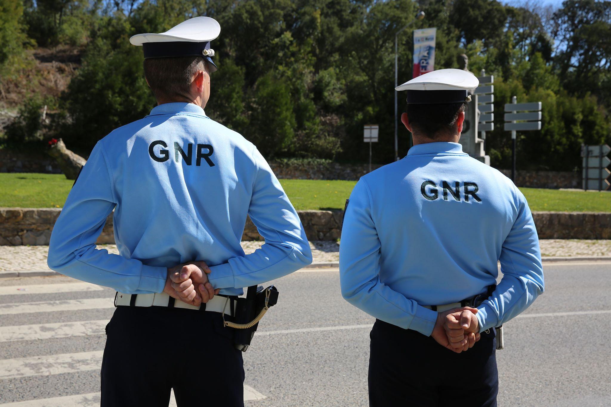 GNR detém duas pessoas e deteta 77 infrações em operação de prevenção criminal na A28