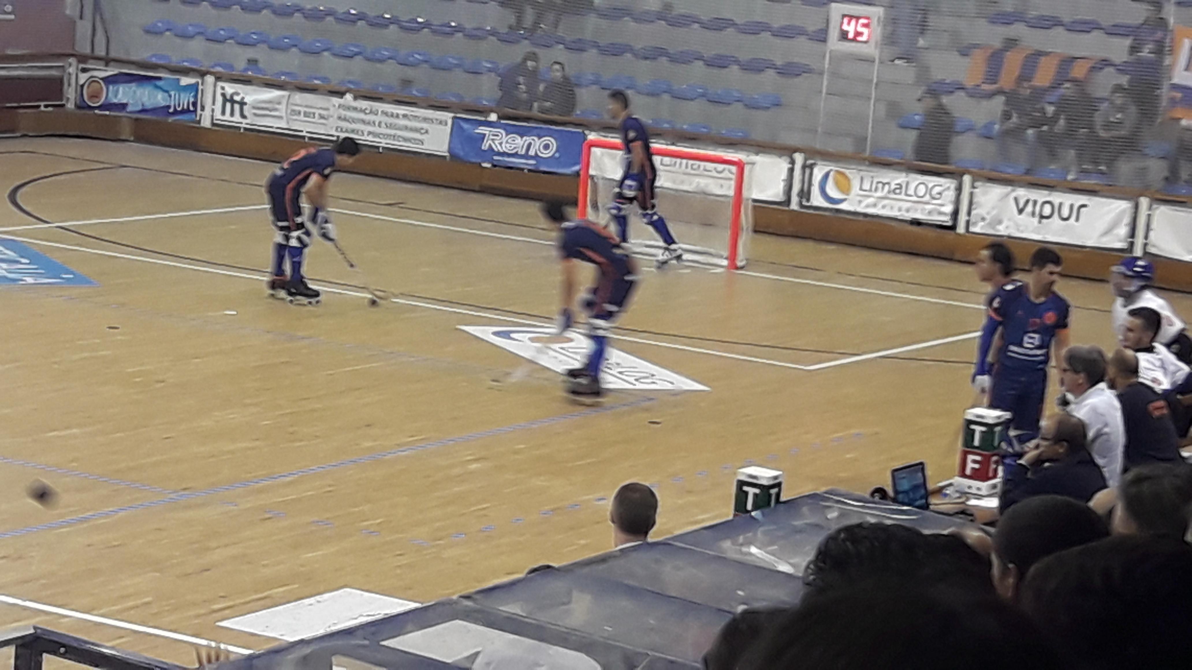 """Juventude de Viana """"esmaga"""" Uttigen e segue em frente na WS Europe Cup em hóquei em patins"""
