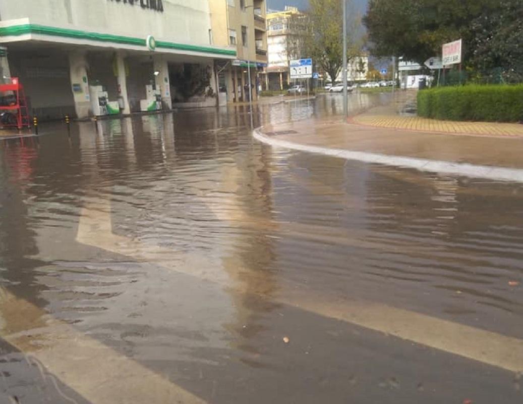 Chuva intensa volta a inundar ruas de Viana junto ao rio Lima