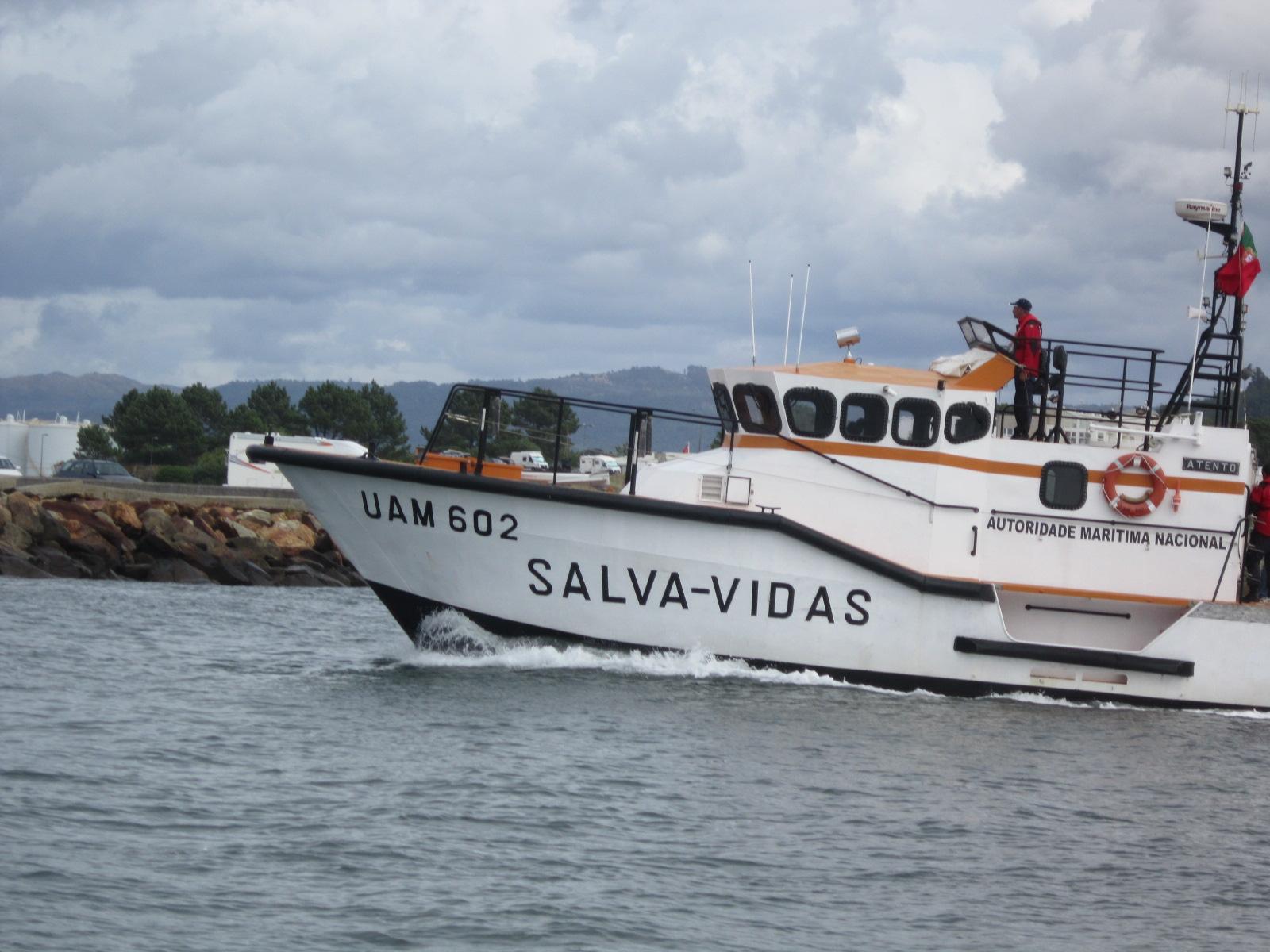 """Salva-Vidas """"Atento"""" resgata tripulante com problemas de saúde de navio ao largo de Viana"""