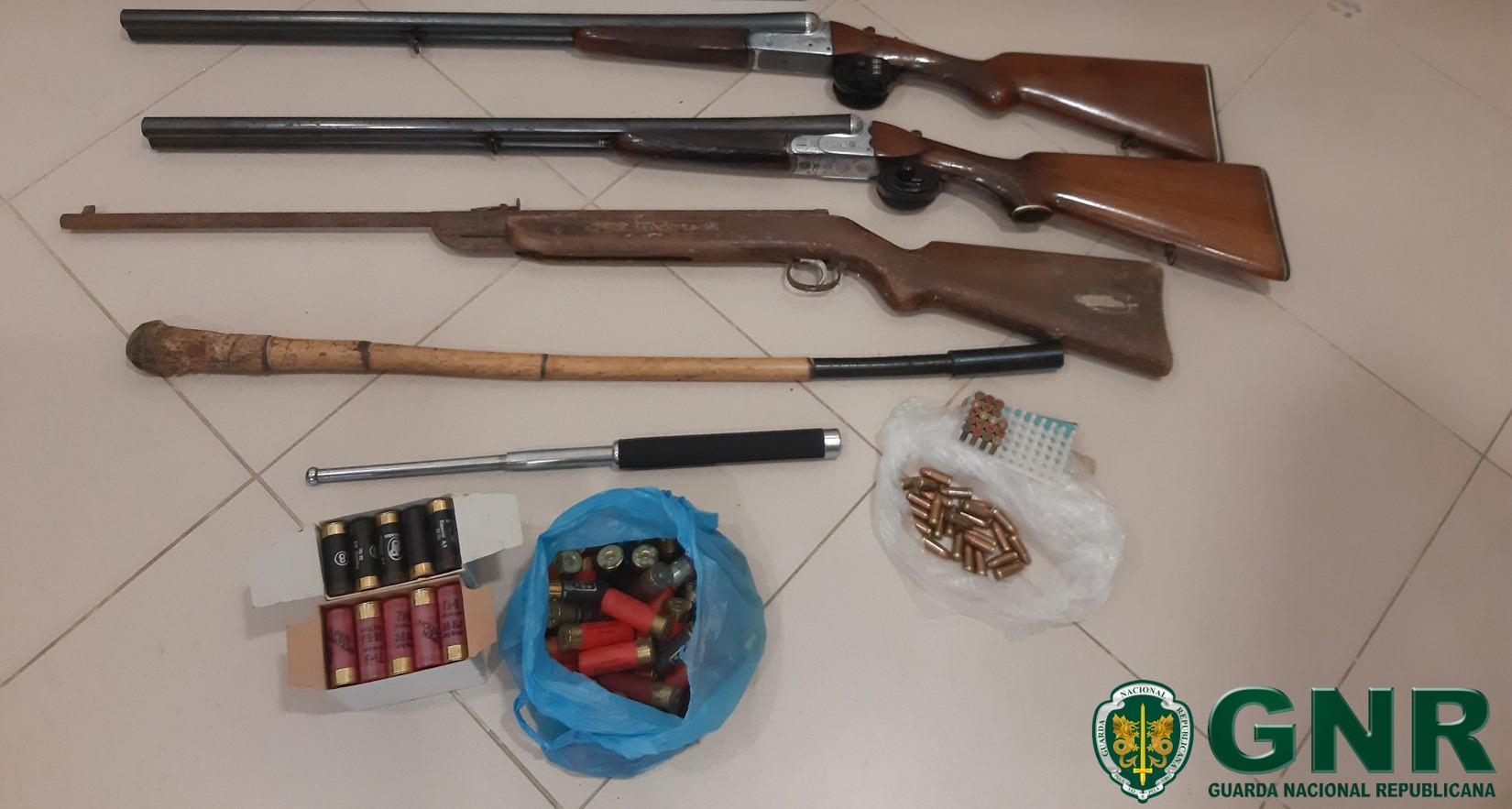 Homem detido por posse ilegal de armas em Ponte da Barca