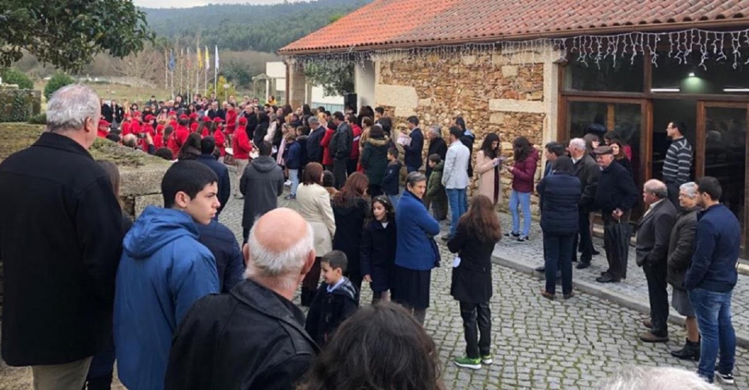 Cerca de 300 fiéis agradecem a padre a obra e empregos que criou em Subportela e Deão