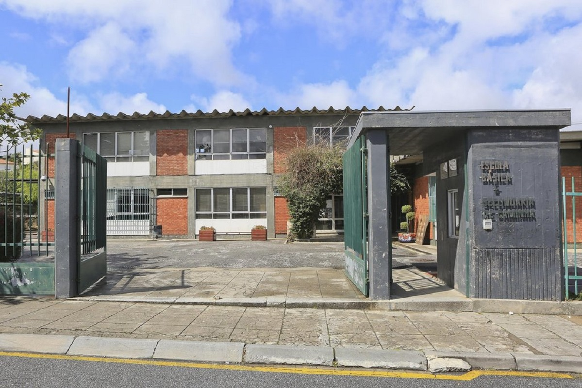 Remoção da cobertura em fibrocimento na Escola Sidónio Pais começa sexta-feira