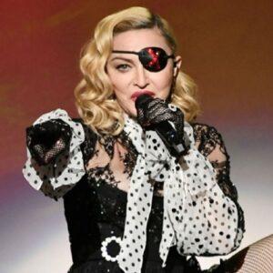 Madonna e Dino d'Santiagoderam voz a 'Sodade' deCesáriaÉvora