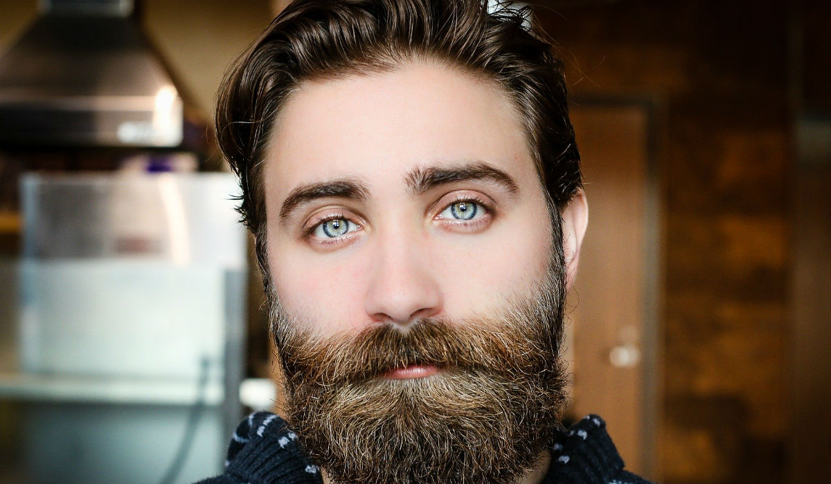 Se tem barba ou bigode, corte! É mais vulnerável ao coronavírus