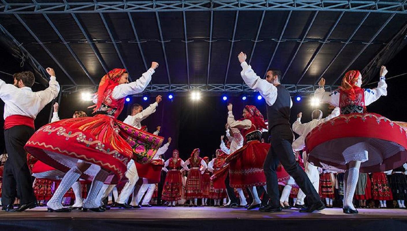 Grupo Etnográfico de Areosa ajuda a ficar em casa, dançando